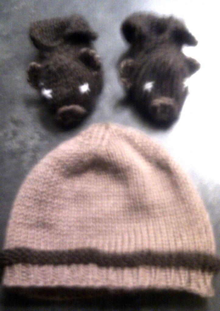 ensemble bonnet chaussons ours màt